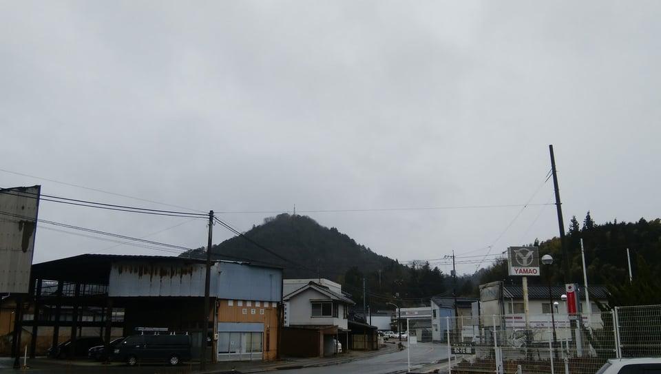 上下町のシンボル翁山